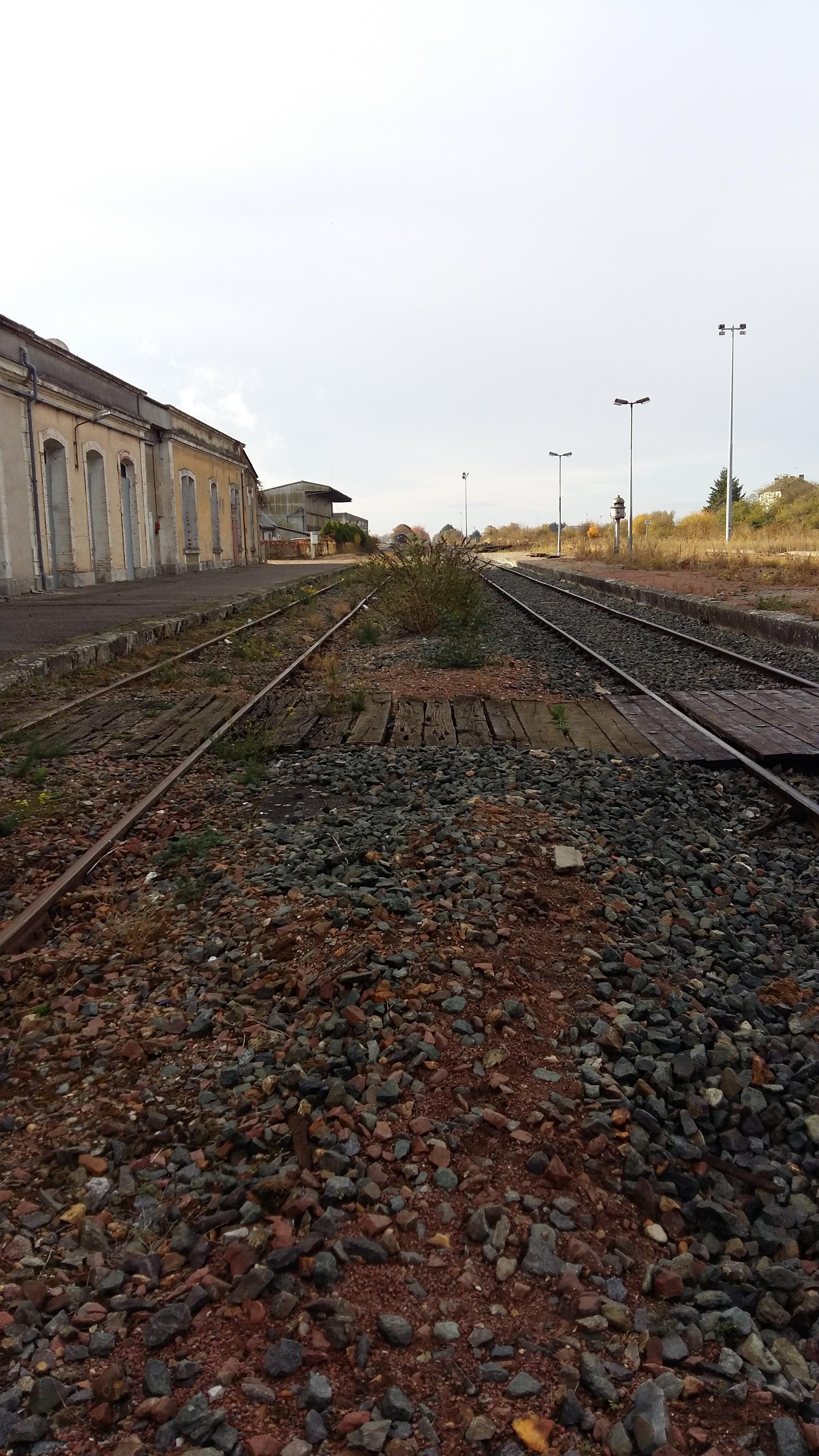 Les rails de la gare de Pithiviers.