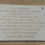 Plaque commémorative devant la gare de Pithiviers.