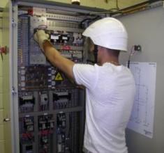 Théo: technicien supérieur en électrotechnique : parcours d'un ancien élève